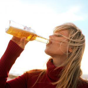 tipos de cerveza - beneficios de la cerveza para la salud -rejuvenece