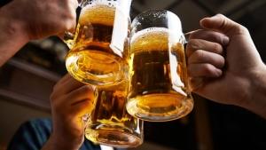 tipos de cerveza- choque de jarras
